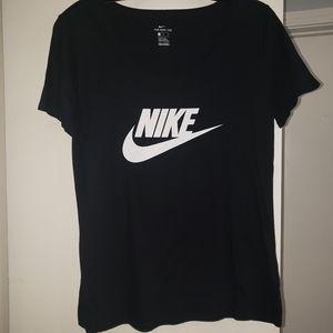 2 Womens Nike Shirts Sz Medium *NEW*